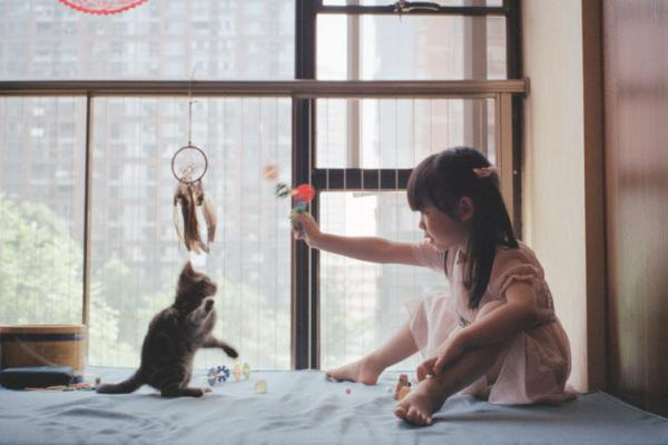 Young girl playing with kitty