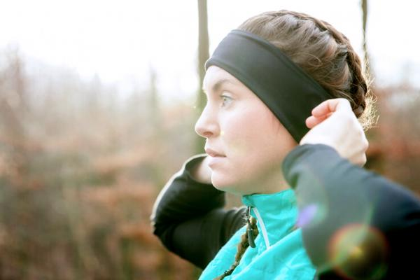 runner-adjusting-headband