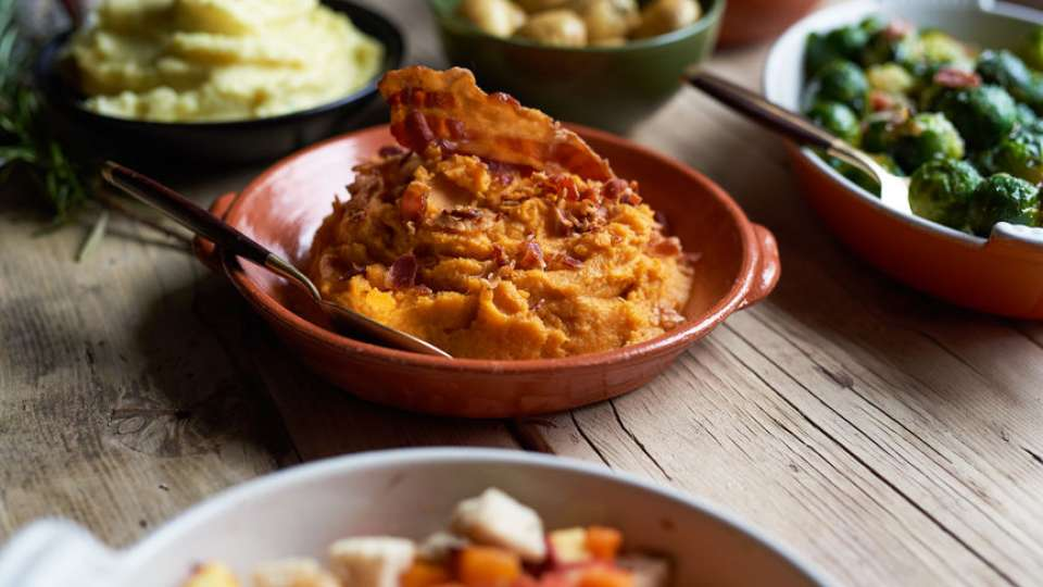 Mashed sweet potatoes with bacon