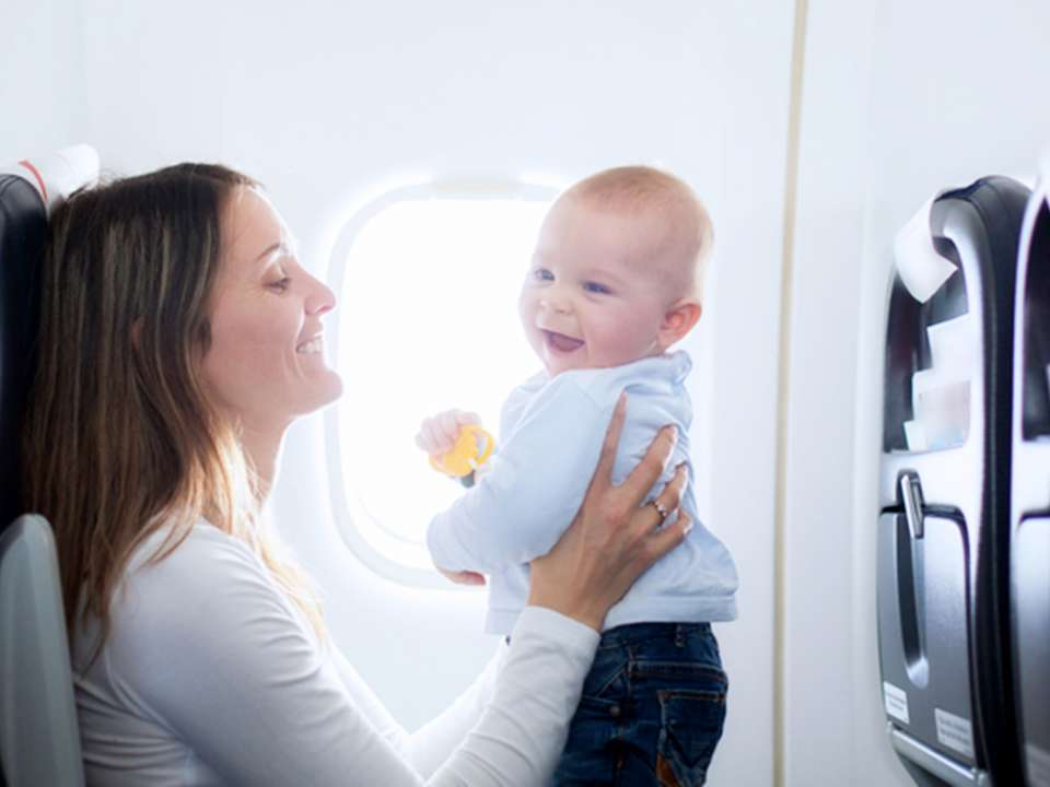 mom-baby-on-plane